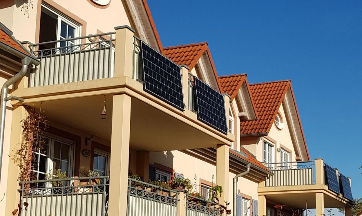 Stecker Solar zur Balkonmontage