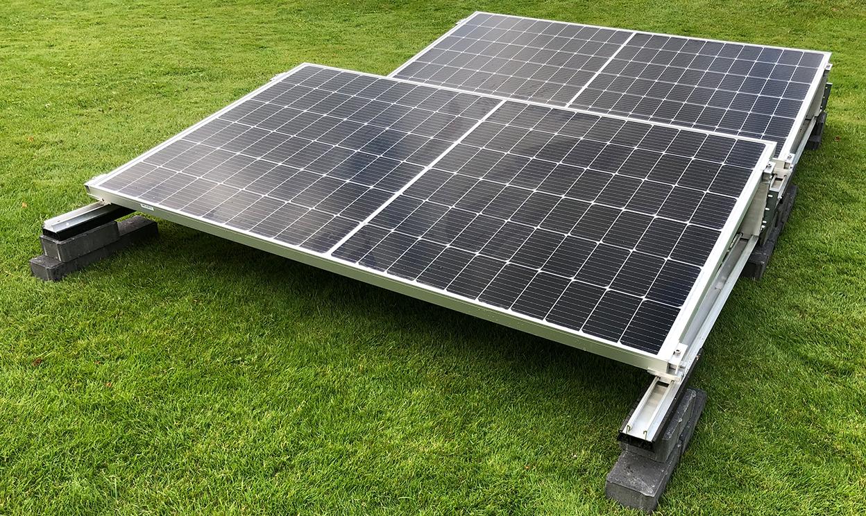 Stecker Solar zur Flachdachmontage in Süd-Ausrichtung